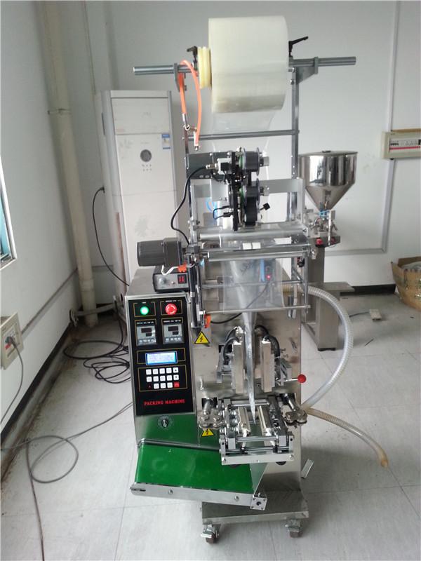 Machine de remplissage de sauce sachet