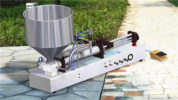 Machine de remplissage liquide détersive semi-automatique