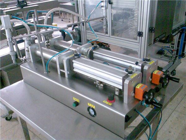 Machine de remplissage semi-automatique de shampooing de prix concurrentiel